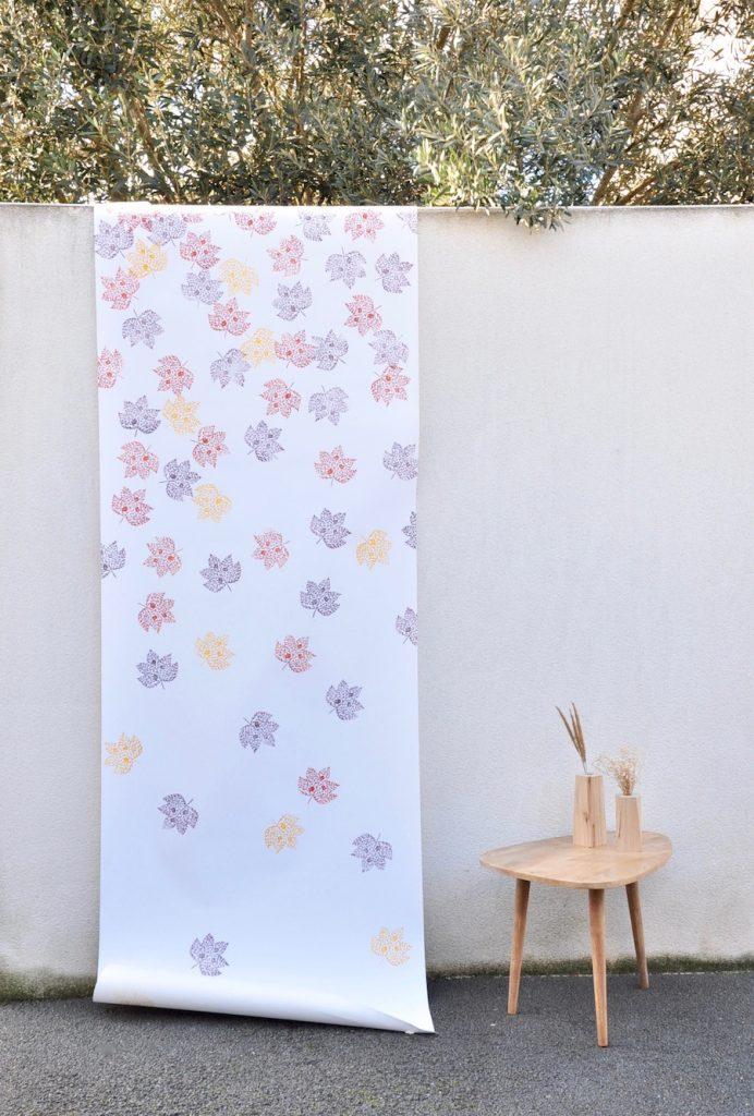Papier peint lé unique feuilles platane d'automne imprimé à la main sur du papier peint fabriqué en France. Création et fabrication sur mesure par Inkree